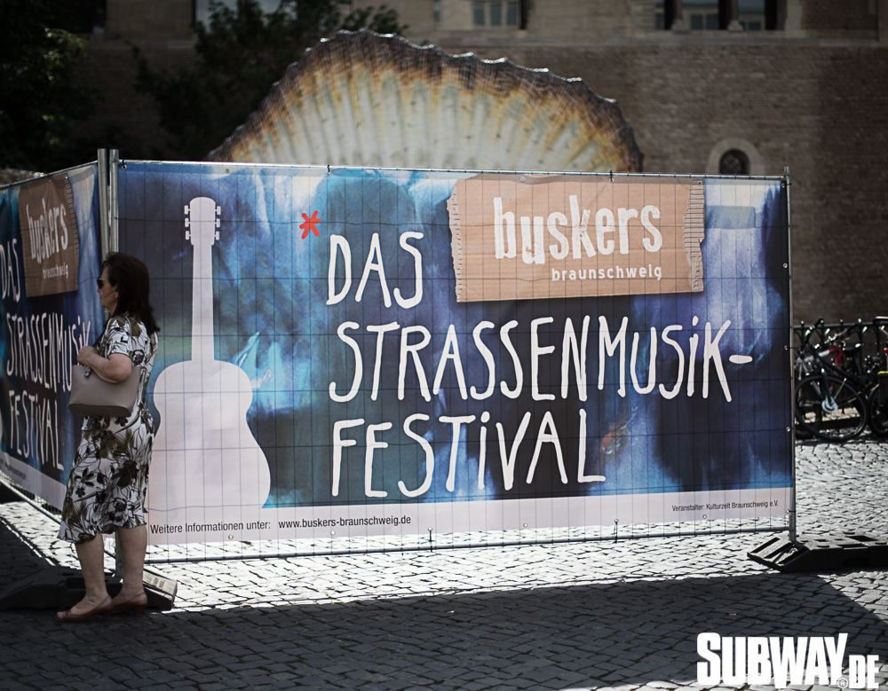 Buskers-online-0058