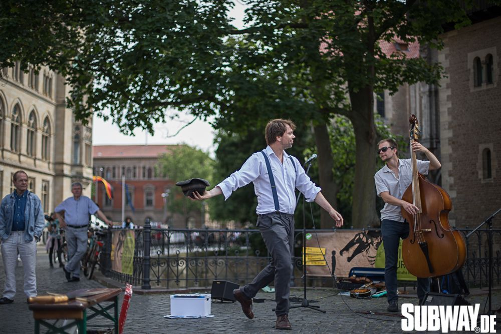 Buskers-online-0109