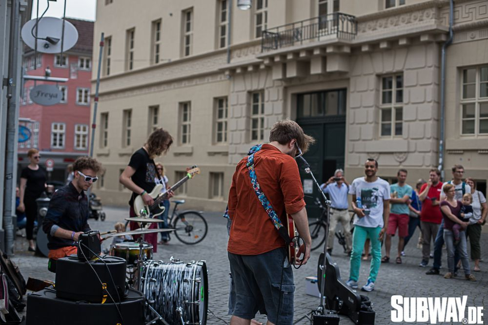 Buskers-online-0130