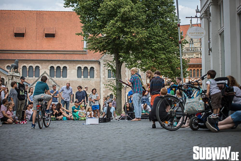 Buskers-online-0144
